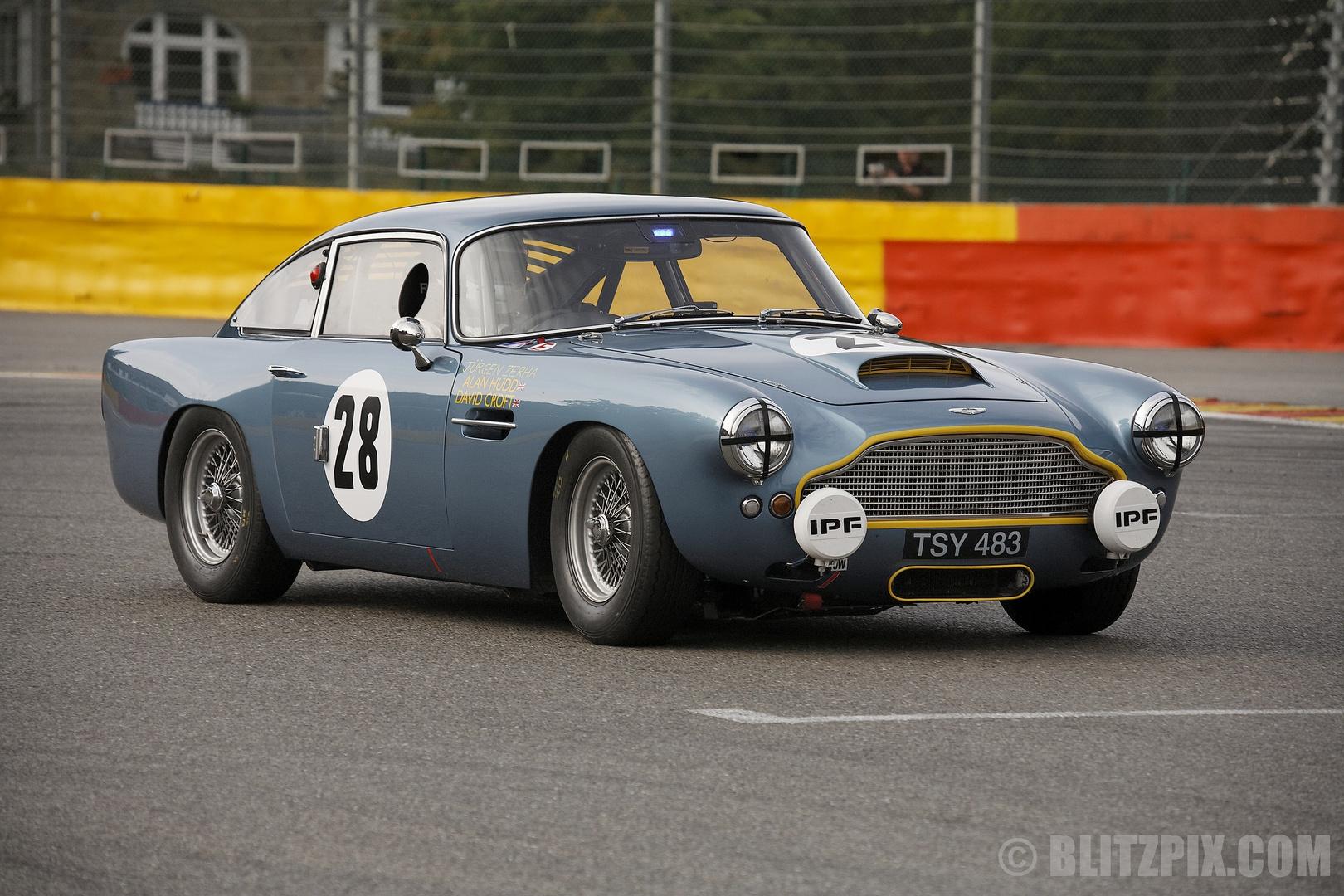 """Showcase 3 """" Aston-Martin """""""