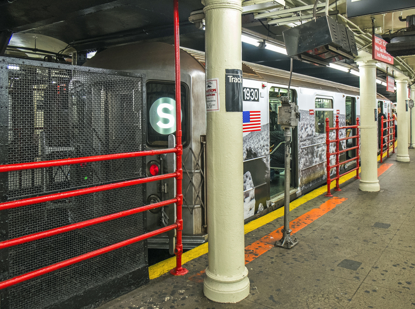 Shuttle Train Times Square 42nd Street