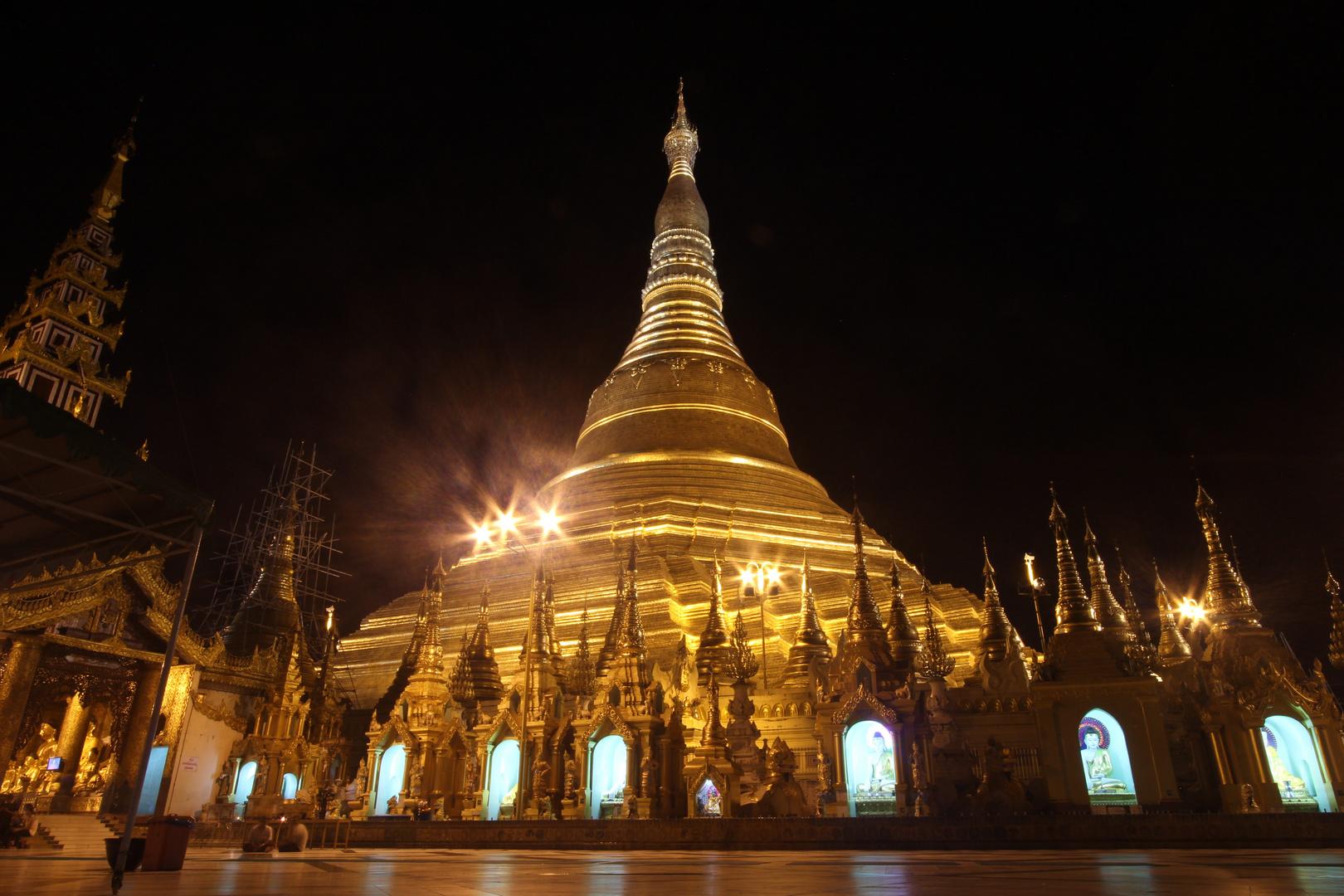 Shwedagon Paya bei Nacht