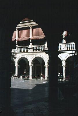 Sibenik - Blick durch die Loggia auf den Domplatz