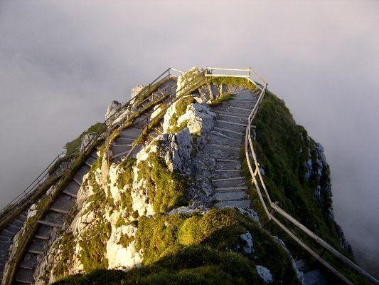 Sich windender Bergweg