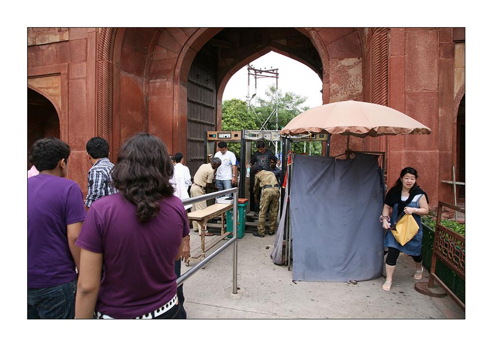 Sicherheitskontrolle am Taj Mahal