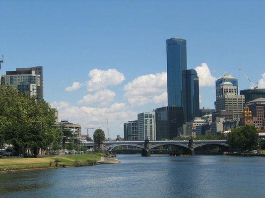 Sicht auf Melbourne vom Yarra River aus