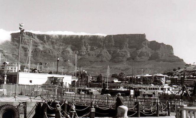 Sicht auf Tafelberg vom Hafen aus