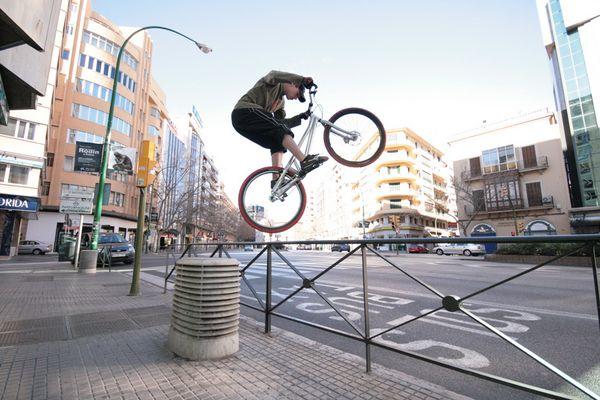 Sidehop -> Backhop aufs Geländer