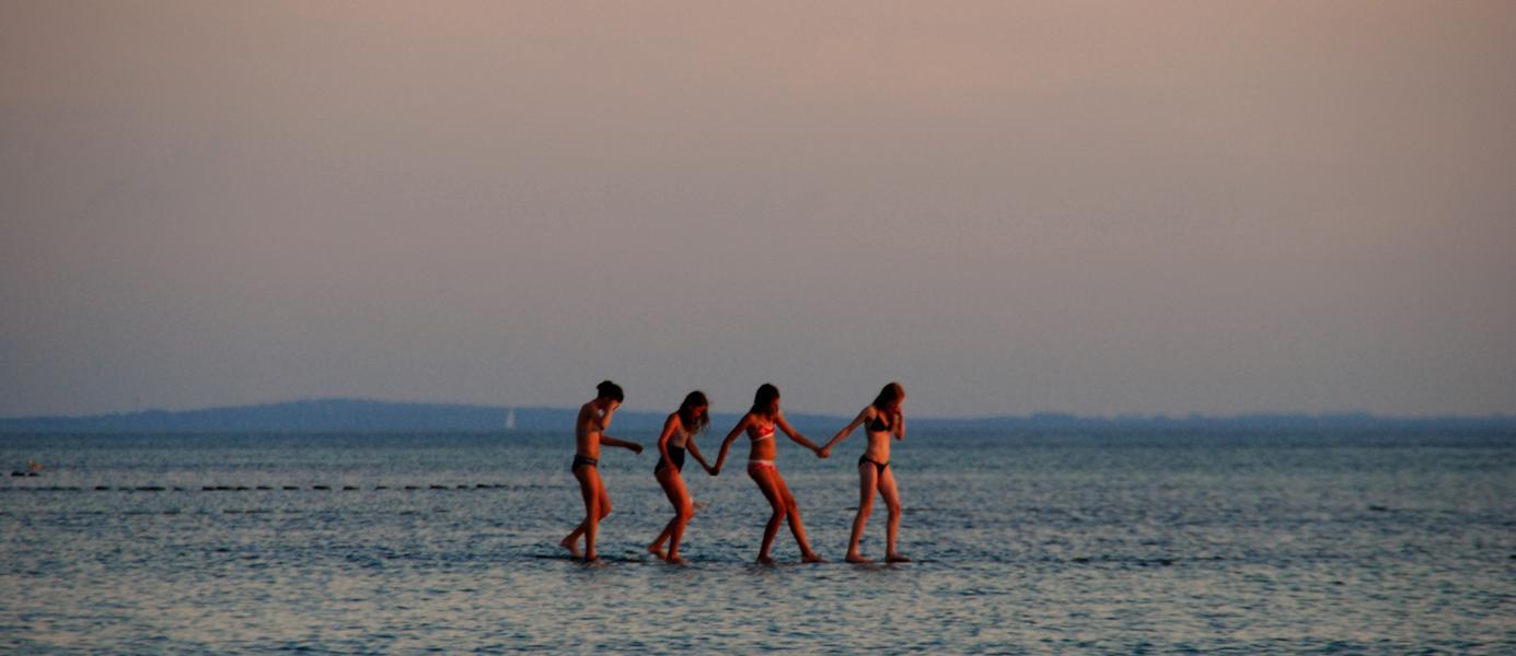 sie laufen auf dem Wasser