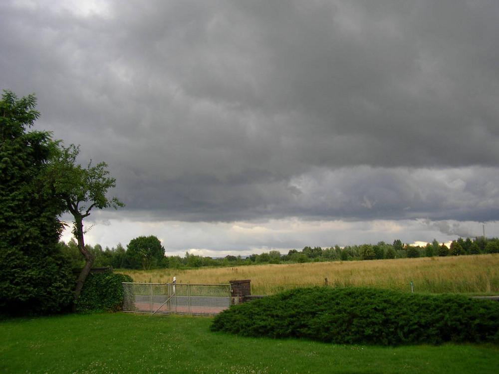 Sieh doch den Wettersturm am Himmel,Sieh doch die Wolken um die Höhn!