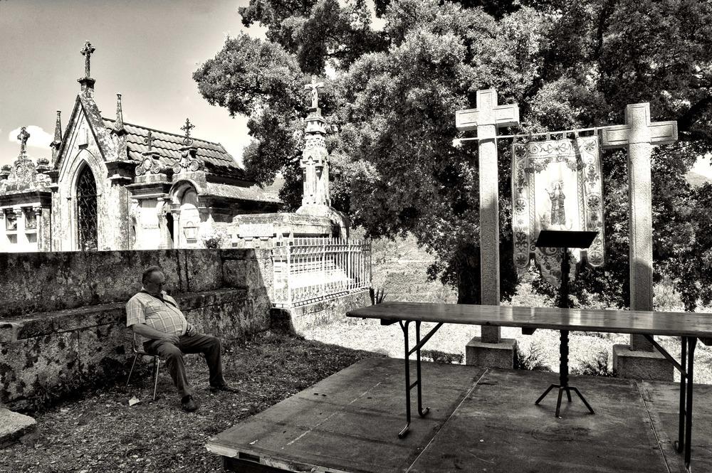 Siesta ante el altar