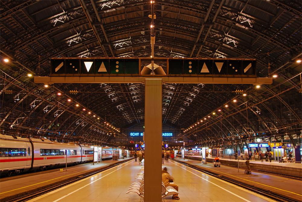 Signalmast im Hauptbahnhof Köln