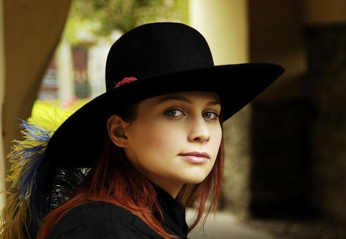 Silvie mit Hut