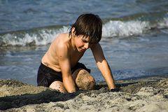 Simon am Strand von Ischia