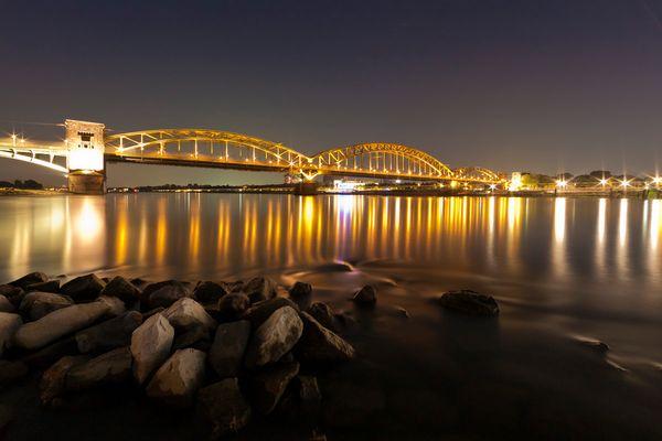 Sind Nachts alle Brücken grau?