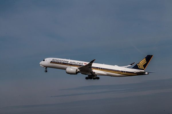 Singapore Airlines A350-900 9V-SMD 5