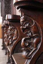Sitzbankfiguren in der Dreifaltigkeitskirche Görlitz
