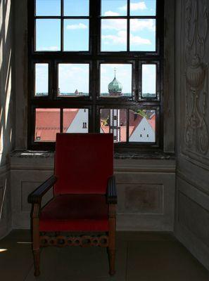 Sitzgelegenheit im Goldenen Saal des Augsburger Rathauses