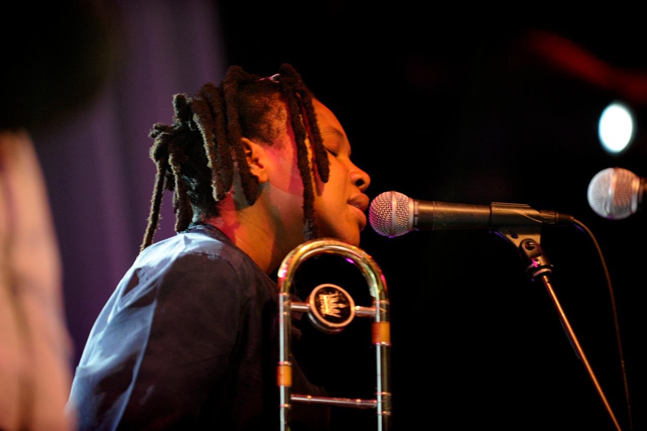 Siya Makuzeni - Carlo Mombelli & The Prisoners Of Strange - Moers Festival 2010