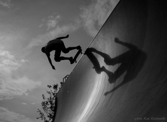 """ skate in light and shadows """