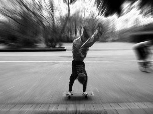 Skateboard - Handstand