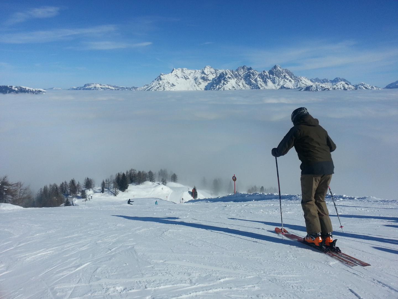 Skifahren über den Wolken