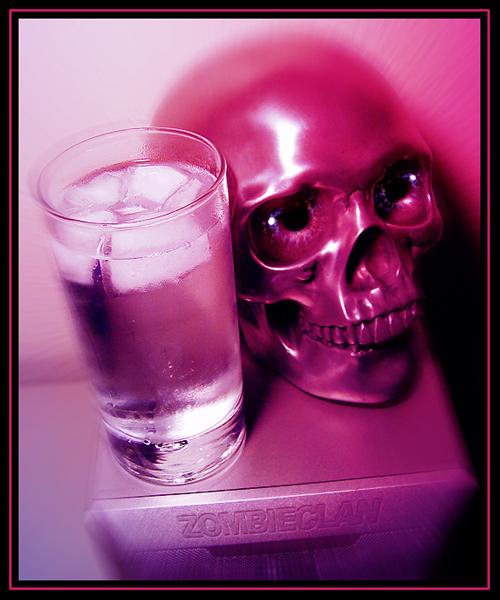 Skull mit Drink
