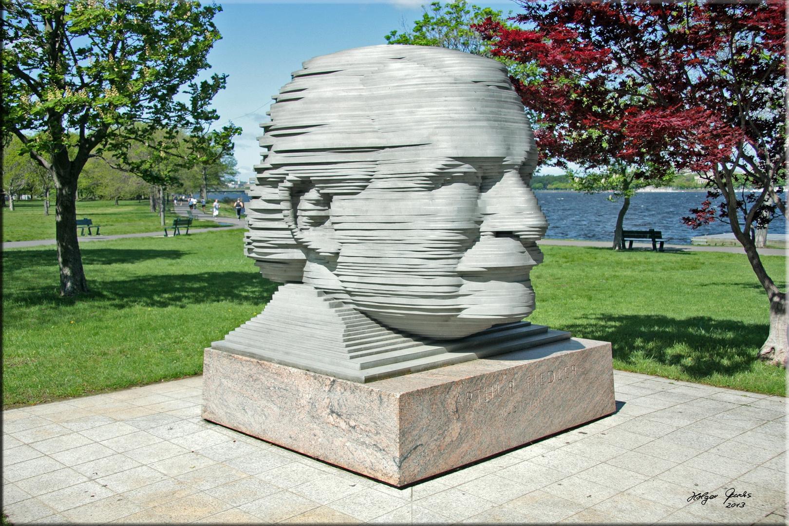 "Skulptur ""Arthur Fiedler"" am Ufer des Charles River"