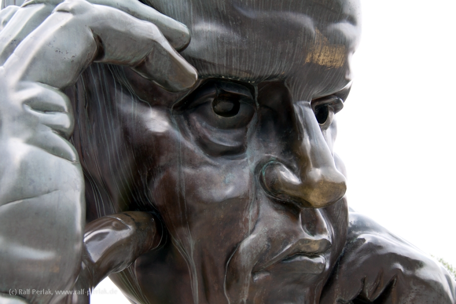 "Skulptur ""Der Denker"" in Stuttgart"