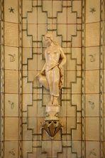 """Skulptur """"Frau mit Krug"""""""