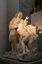 """Skulptur in der Basilika """"San Giovanni in Laterano"""" in Rom"""