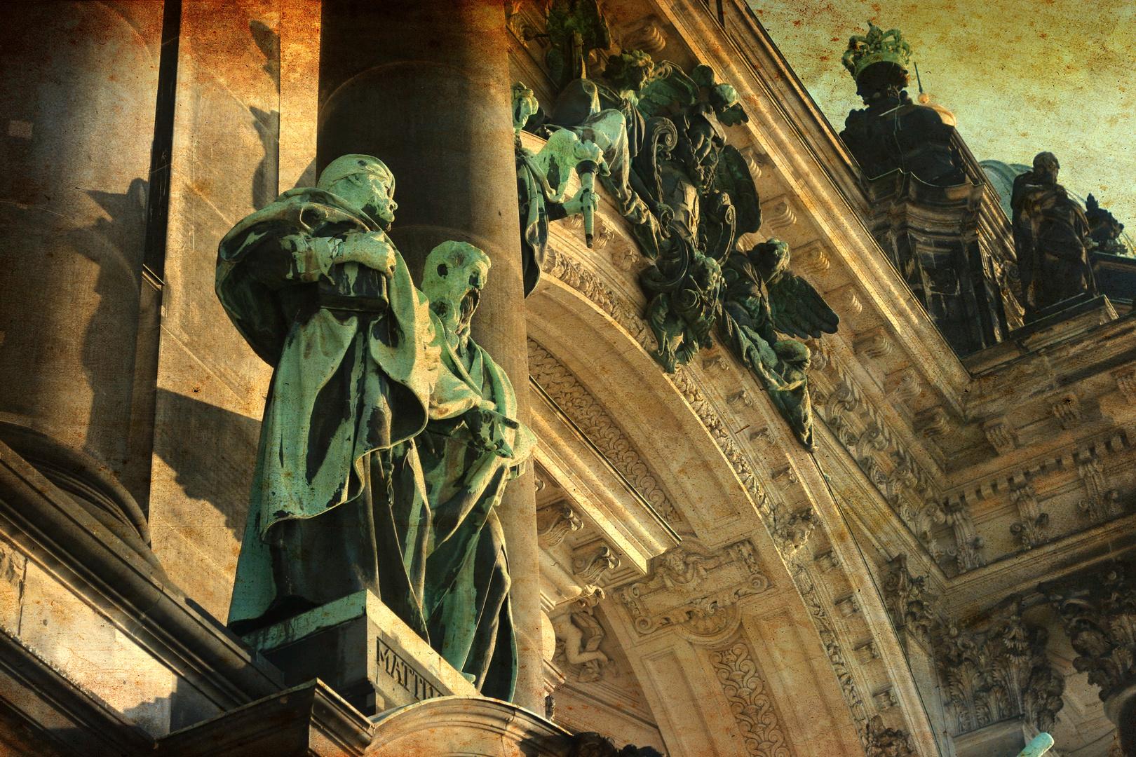 Skulpturen am Berliner Dom