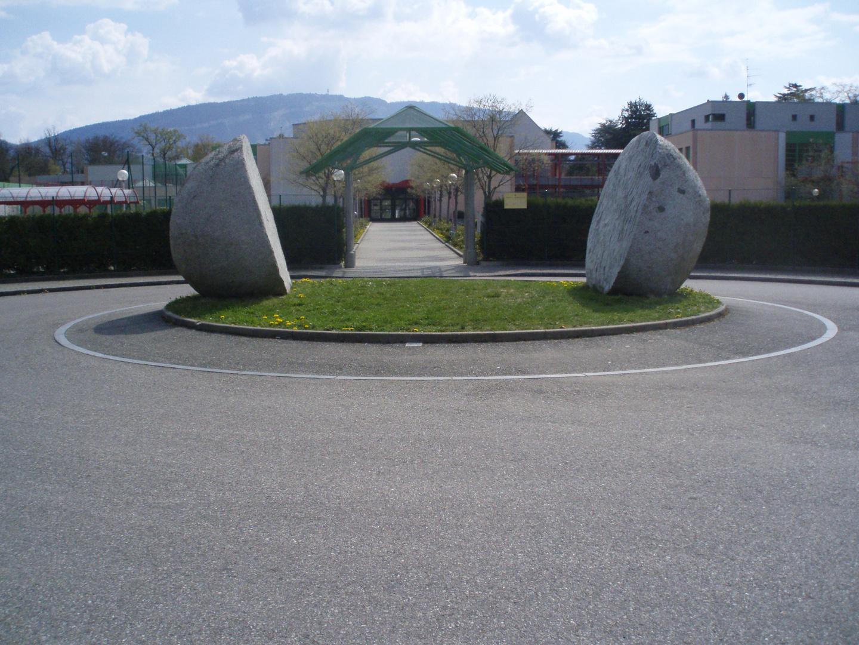 Skulpturen beim Eingang