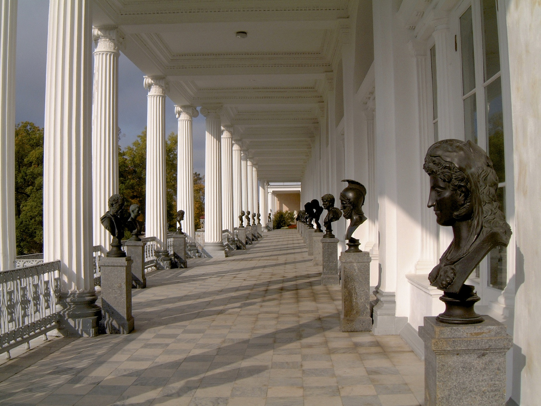 Skulpturen outside the Cameron Galery, Zarskoje Zelo