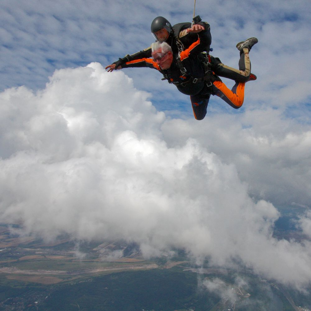 Sky diving-free fall from 4200m Höhe