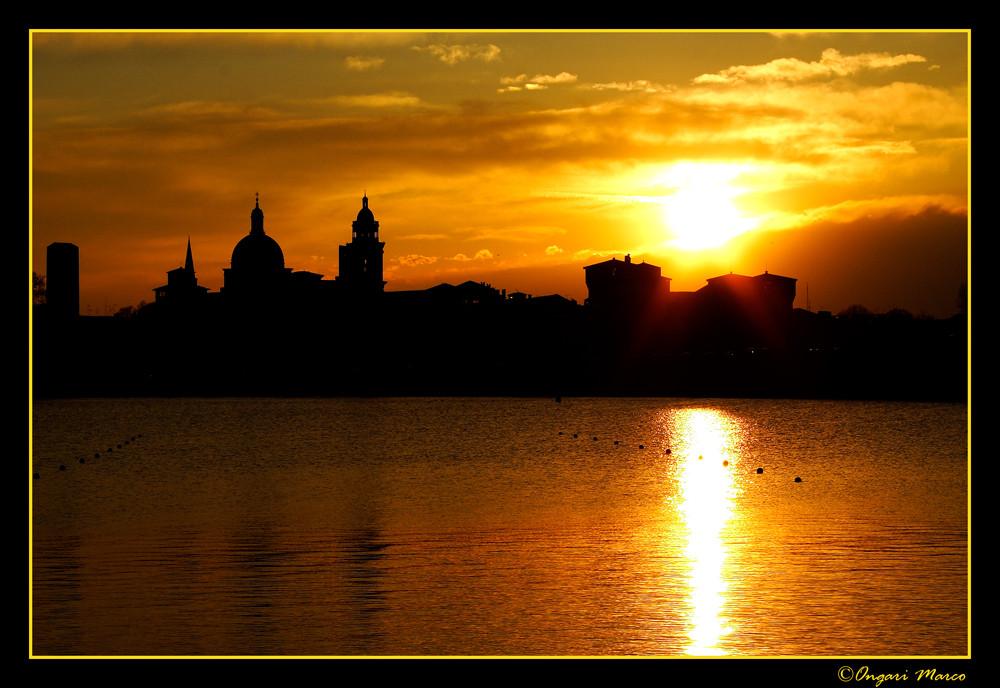 Sky line al tramonto