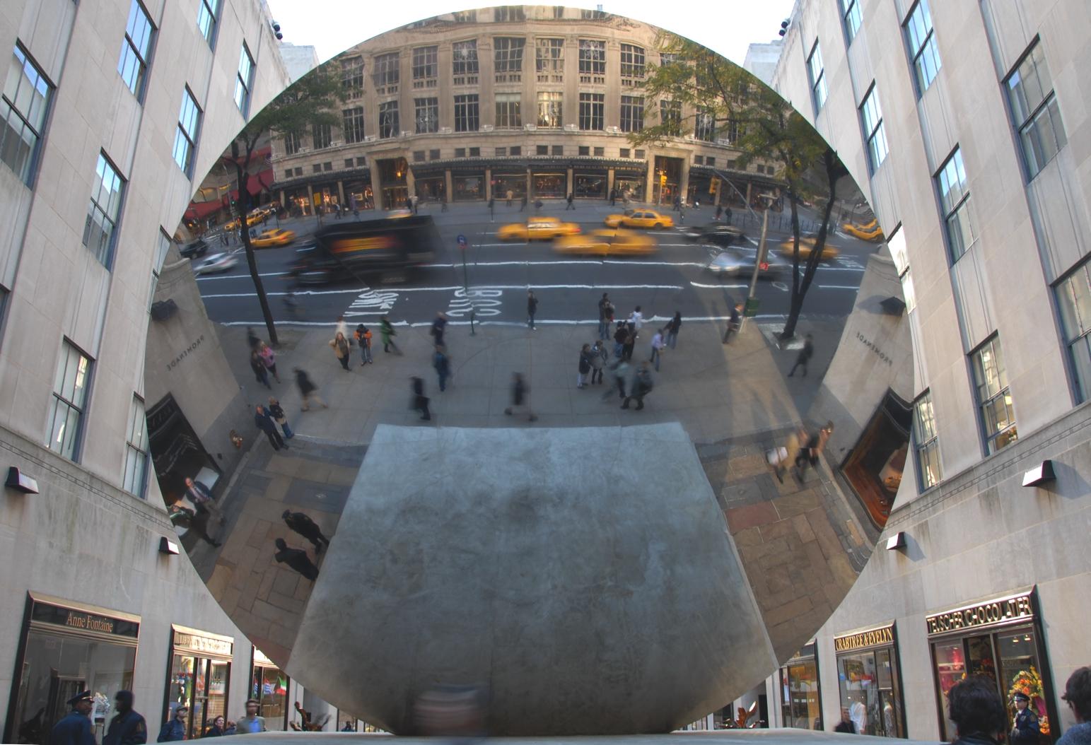 < Sky Mirror > von Anish Kaipoor am Rockefeller Plaza