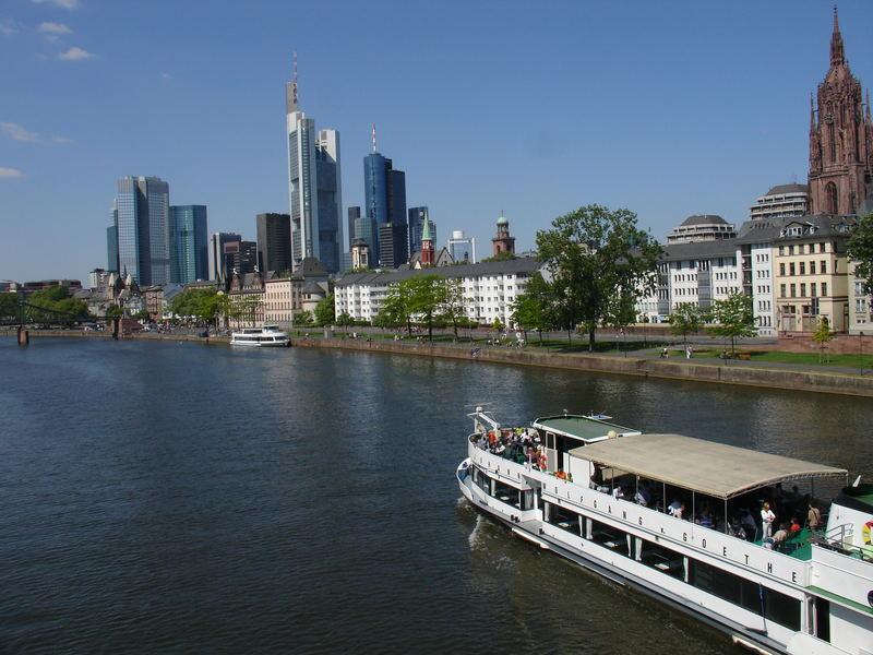 Skyline am Fluss