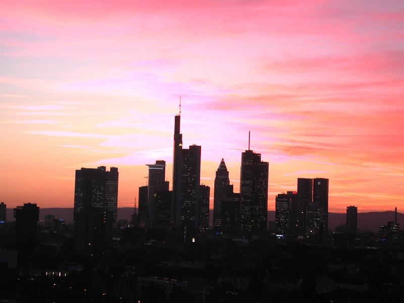 Skyline aus Frankfurts Osten im Oktober