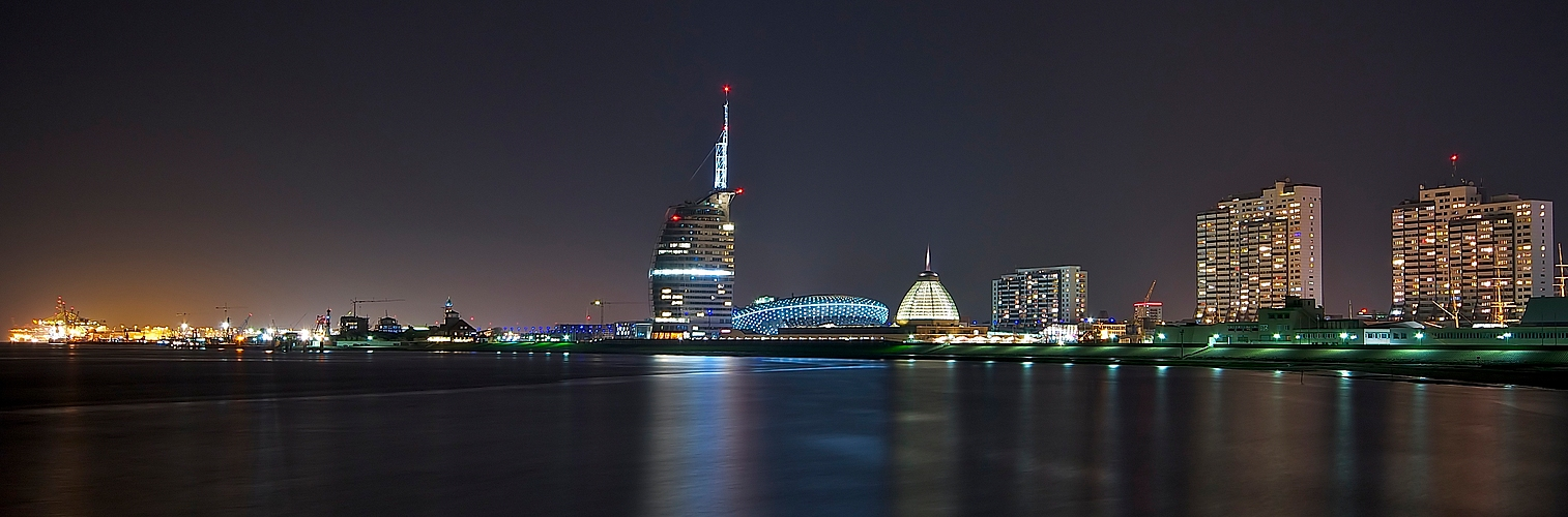 Skyline bremerhaven foto bild architektur architektur bei nacht nachtaufnahmen bilder auf - Architektur bremerhaven ...