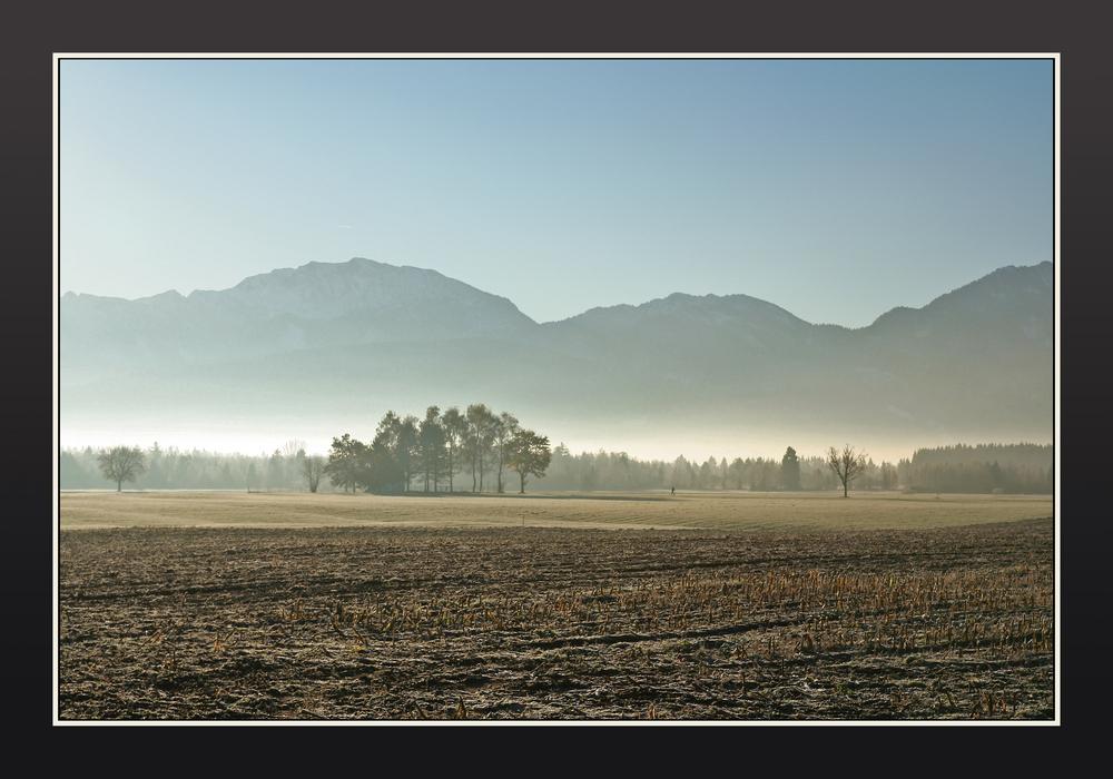 """""""Skyline"""" des Alpenvorlands an einem Oktobermorgen"""
