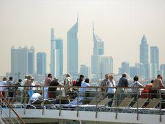 Skyline Dubai von Bord...