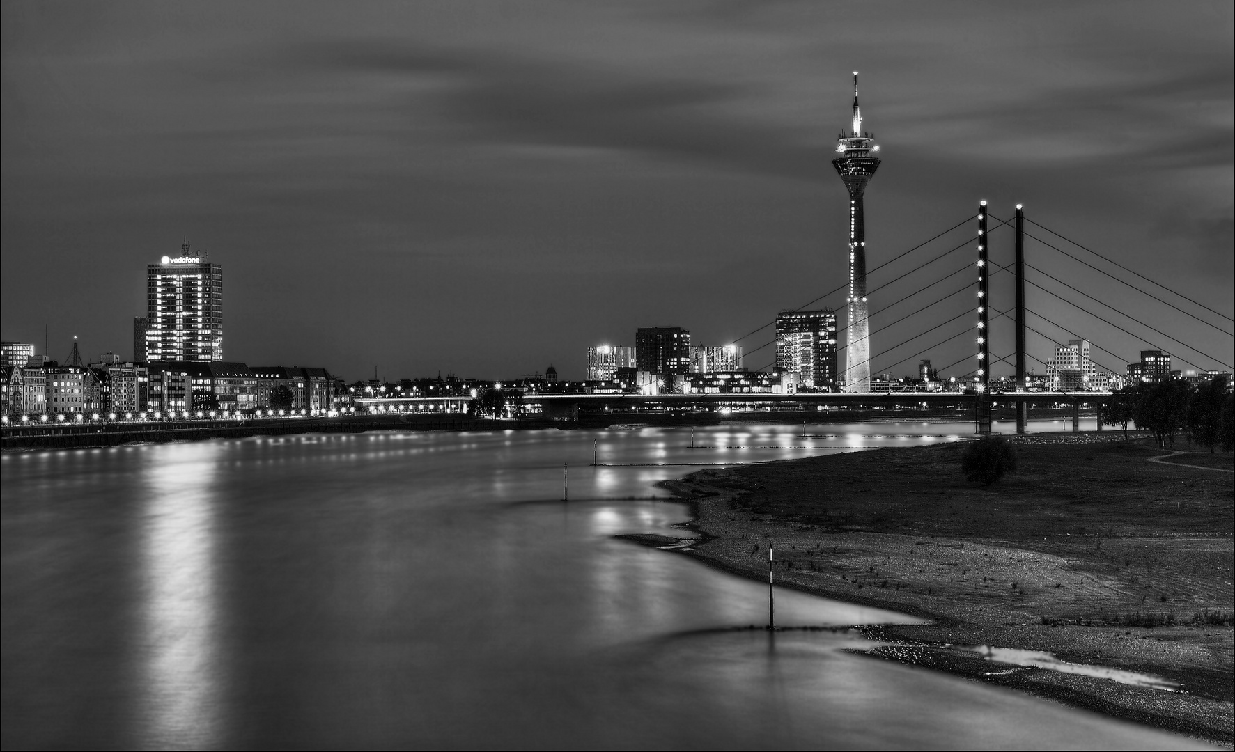 skyline d sseldorf foto bild deutschland europe nordrhein westfalen bilder auf fotocommunity. Black Bedroom Furniture Sets. Home Design Ideas