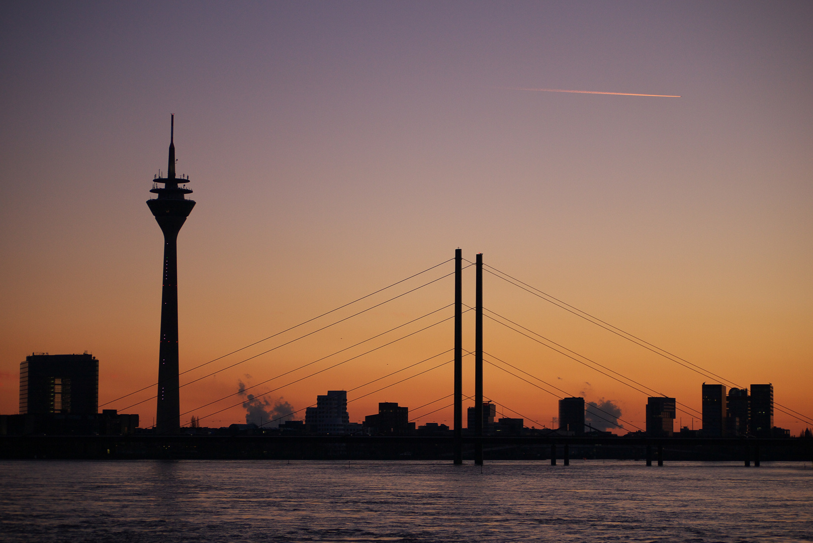 skyline d sseldorf foto bild architektur stadtlandschaft skylines bilder auf fotocommunity. Black Bedroom Furniture Sets. Home Design Ideas