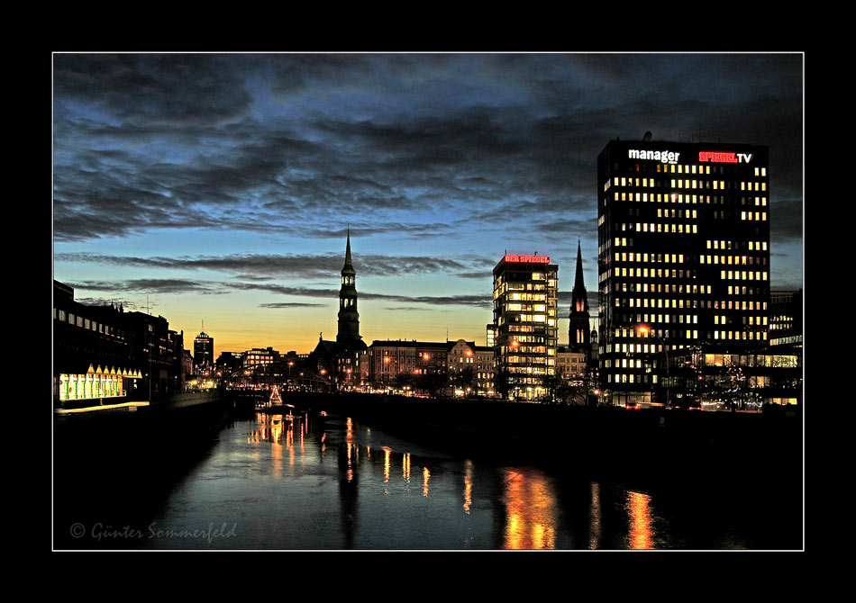skyline hamburg foto bild architektur architektur bei nacht hamburg bilder auf fotocommunity. Black Bedroom Furniture Sets. Home Design Ideas