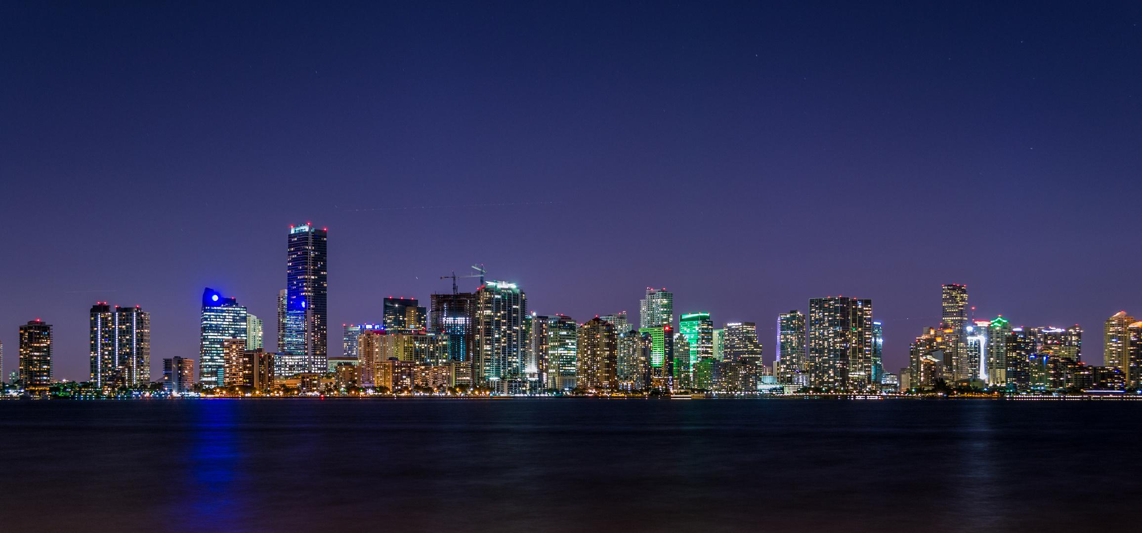 Skyline Miami bei Nacht