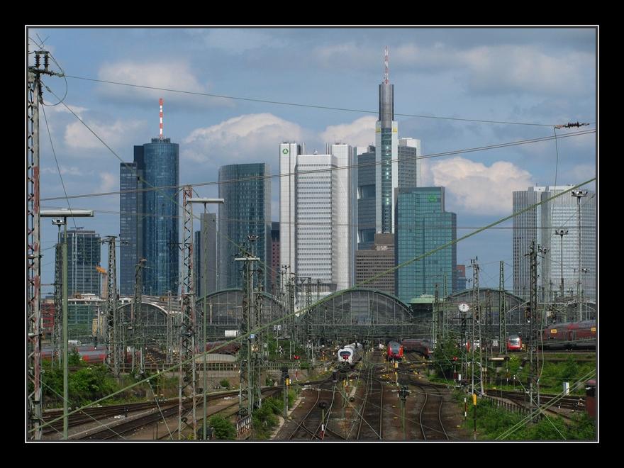 Skyline mit Frankfurt Hbf