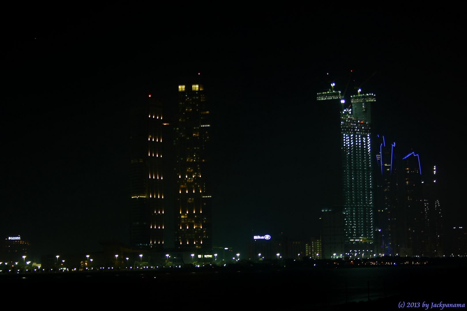 Skyline von Abu Dhabi bei Nacht (2)