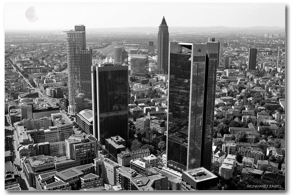 Skyline von Frankfurt am Main, aufgen. vom Aussichtsplateau des MainTowers