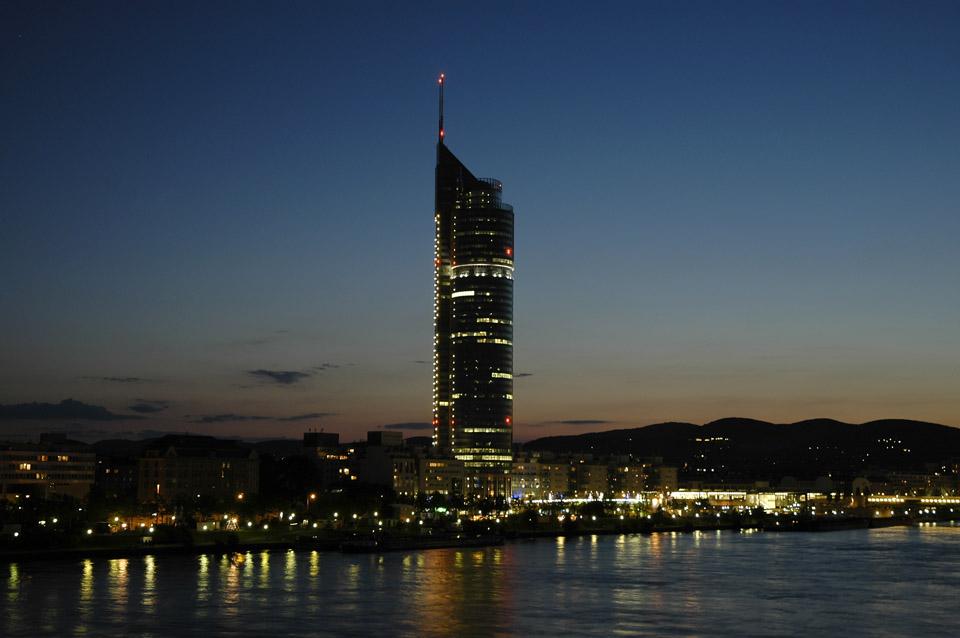 Skyline von Wien bei Nacht03