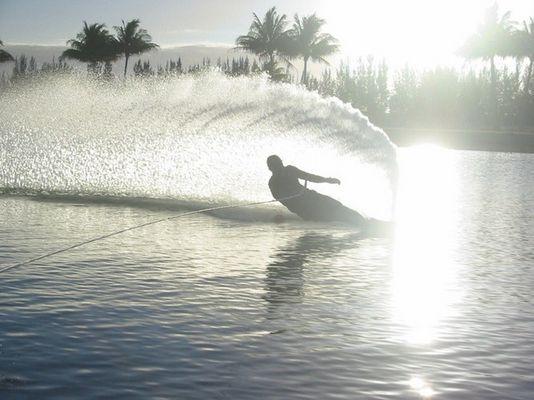 Slalomfahrer Wasserski