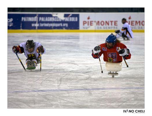 Sledge hockey10