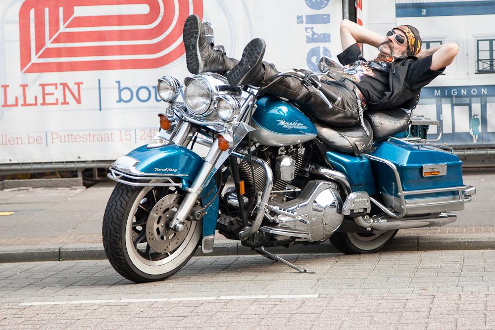 Sleepy biker von Ben Cretskens